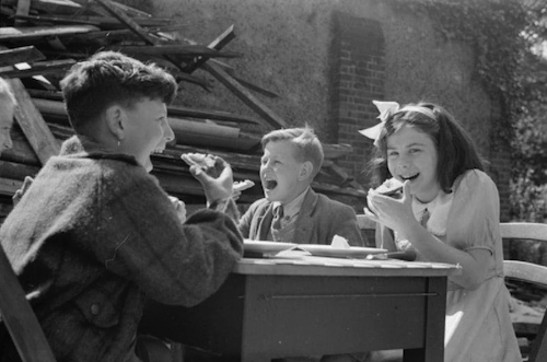 4-Farringdon-School-Turned-Feeding-Center-1941