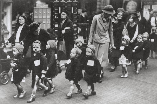 7-Nursery-School-Students-Evacuated-from-Kentish-Town-circa-1939